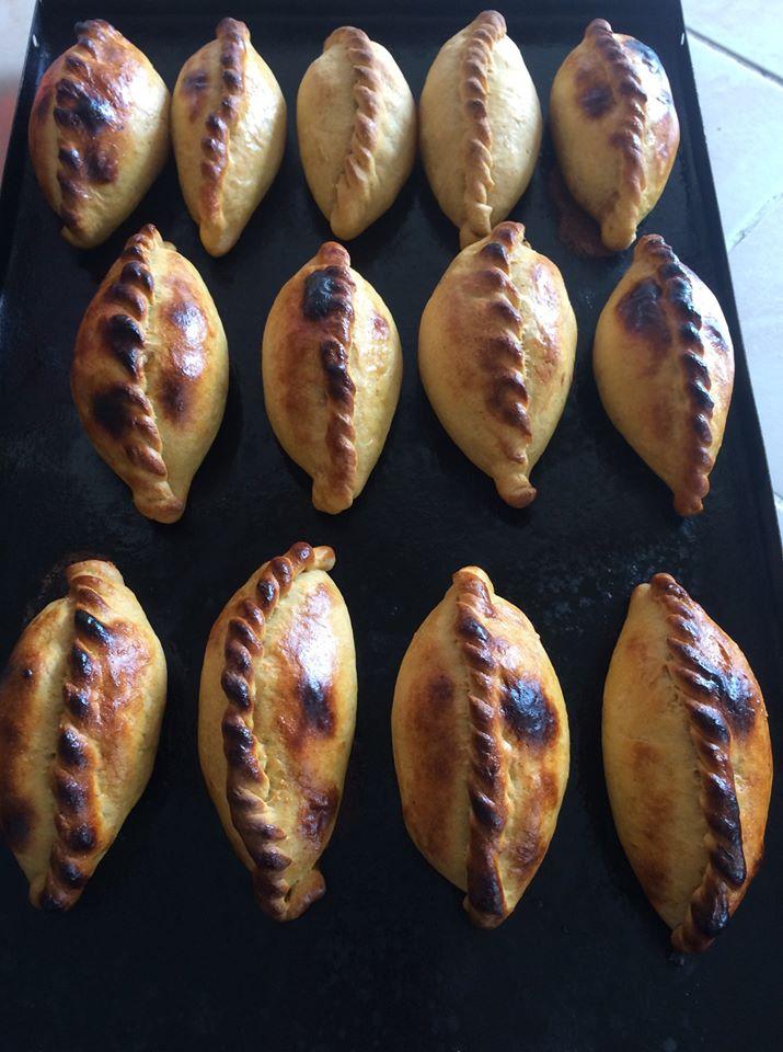 frisch gebackene Salteñas